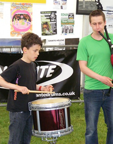 A young drummer who took part in the Trophee Ronsed-Mor Solo Drumming Competition in May 2016.